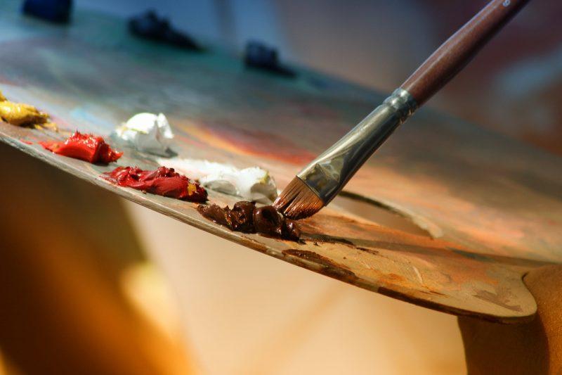 Pennelli e colori per pittura